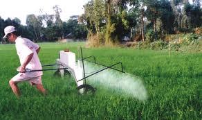 Xe phun thuốc trừ sâu tự động hinh anh 1
