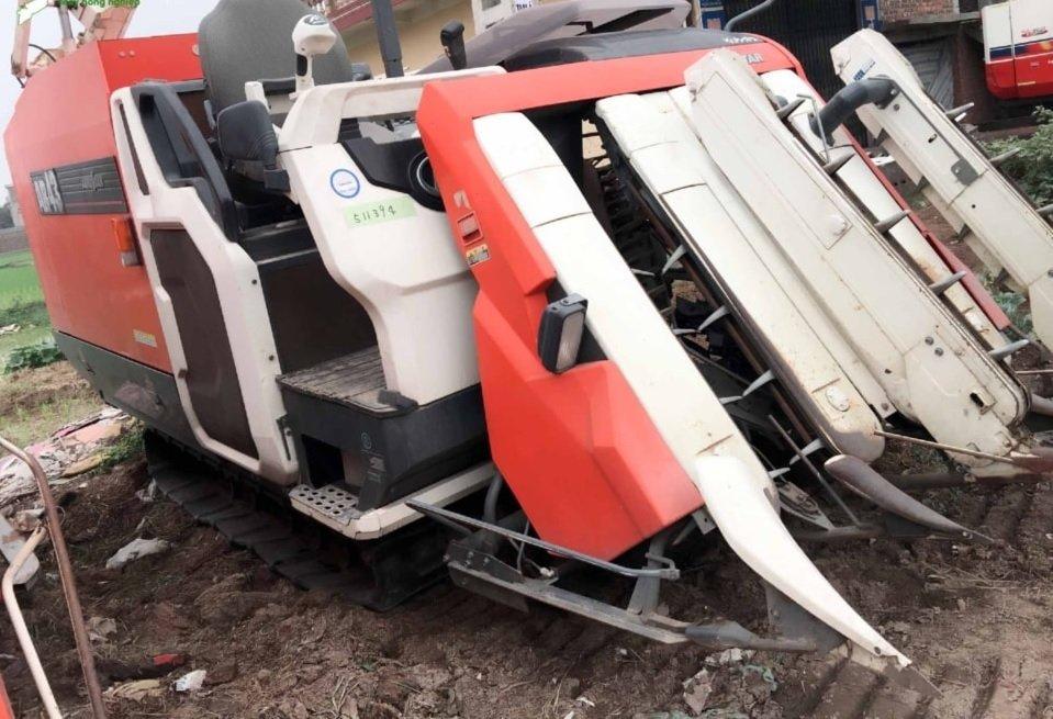 Máy gặt đập liên hợp Kubota AR43 hinh anh 1