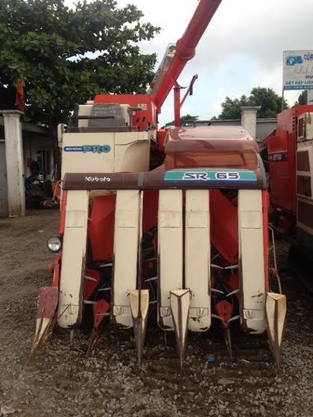 Máy gặt đập liên hợp Kubota SR65 hinh anh 1