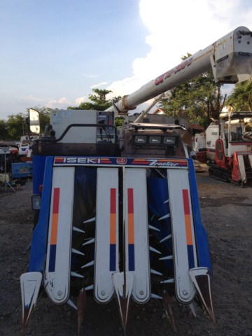 Máy gặt đập liên hợp Iseki HA442 hinh anh 3